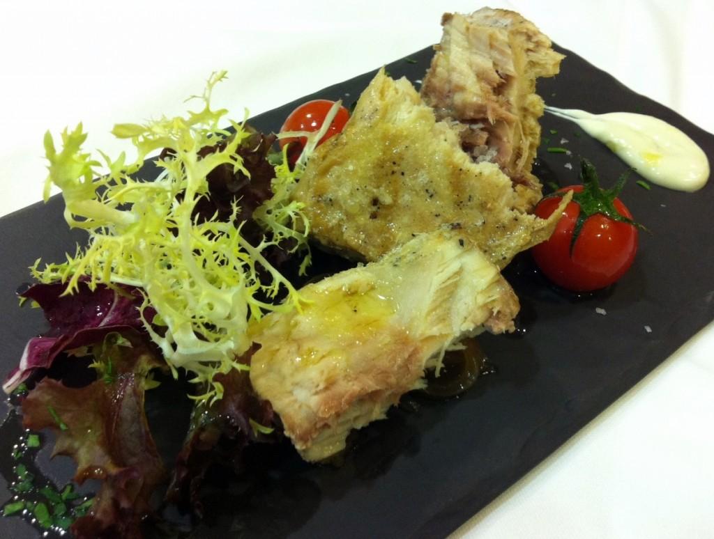 Ensalada de pez espada aleite de oliva wasabi