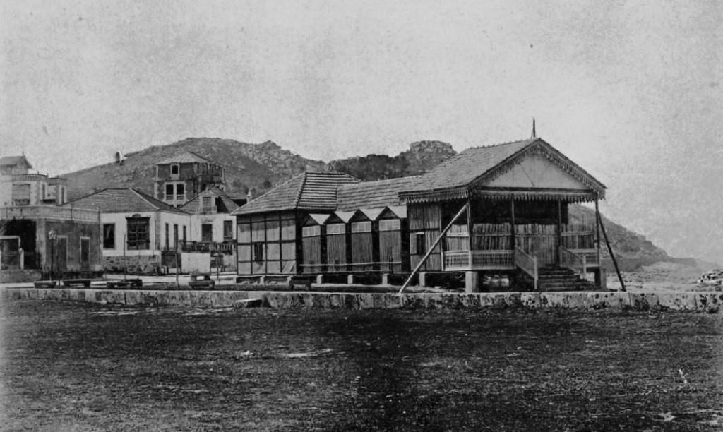 Balneario de Baiona antiguo en playa Concheira